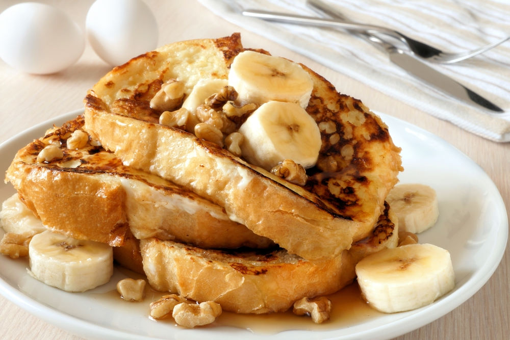 French toast with bananas and walnuts.